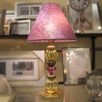 Лампа с сиреневым абажуром