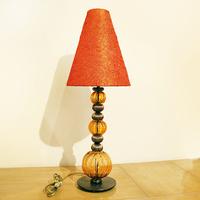 Лампа с красным абажуром