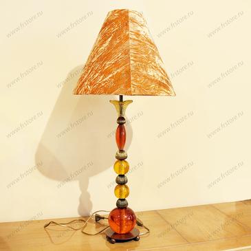 Лампа с оранжевым абажуром