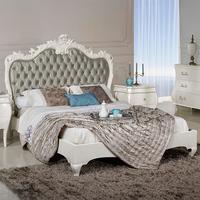белая классическая кровать
