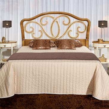 Классическая кровать из массива