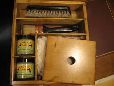 Набор для ухода за мебелью: ящичек с воском
