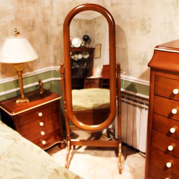 Классическое напольное зеркало